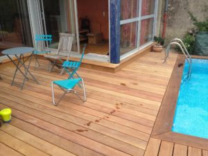 terrasse bois salon jardin piscine