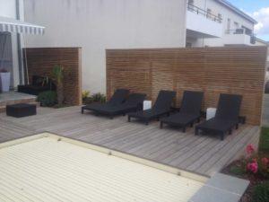 salon terrasse bois clôture