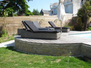 chaises longues terrasse bois maçonnerie