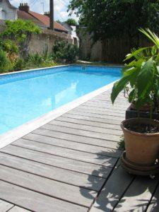 terrasse bois piscine bord